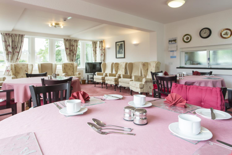 Settle_diningroom