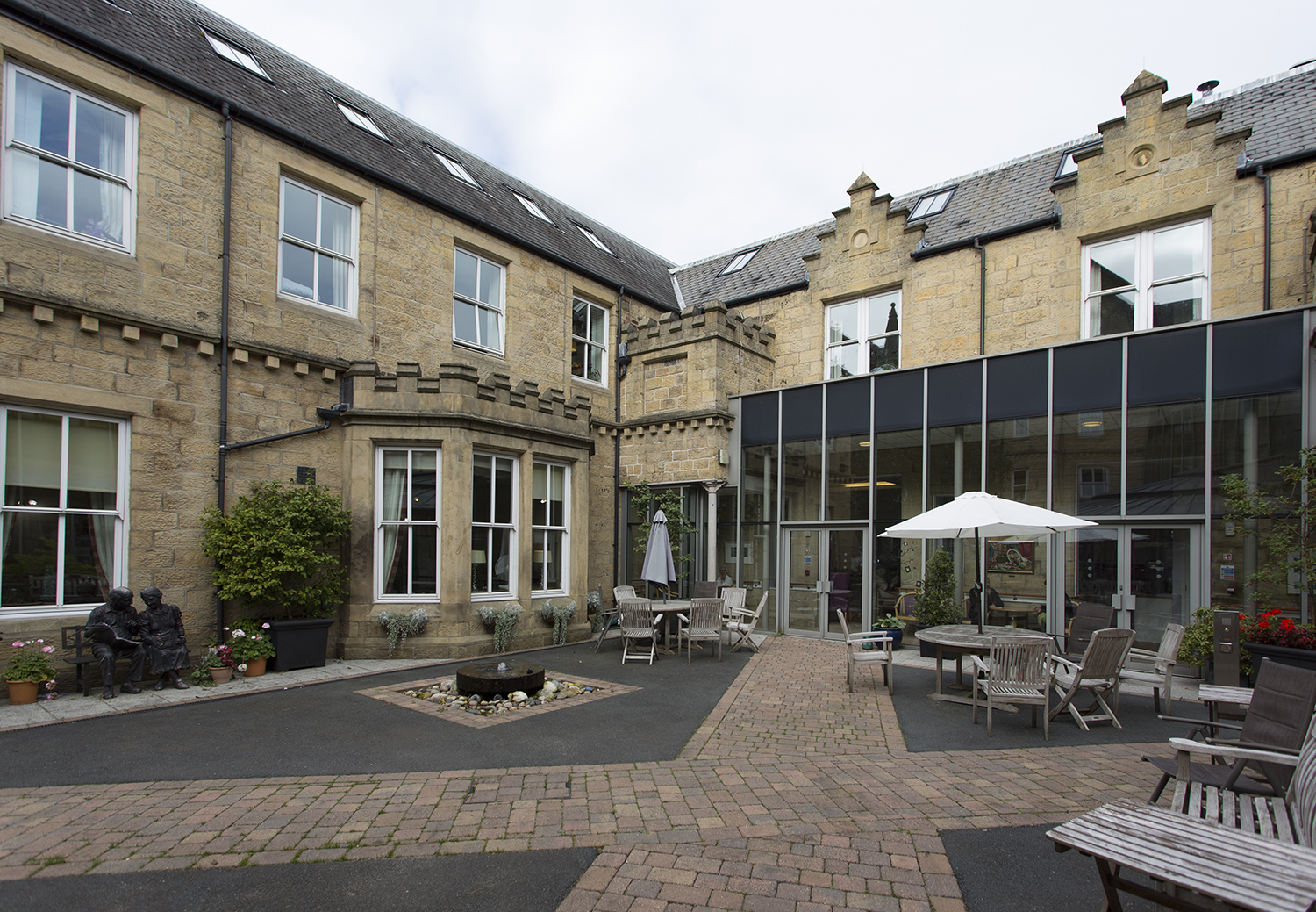 Ilkley_Grove_House_outside