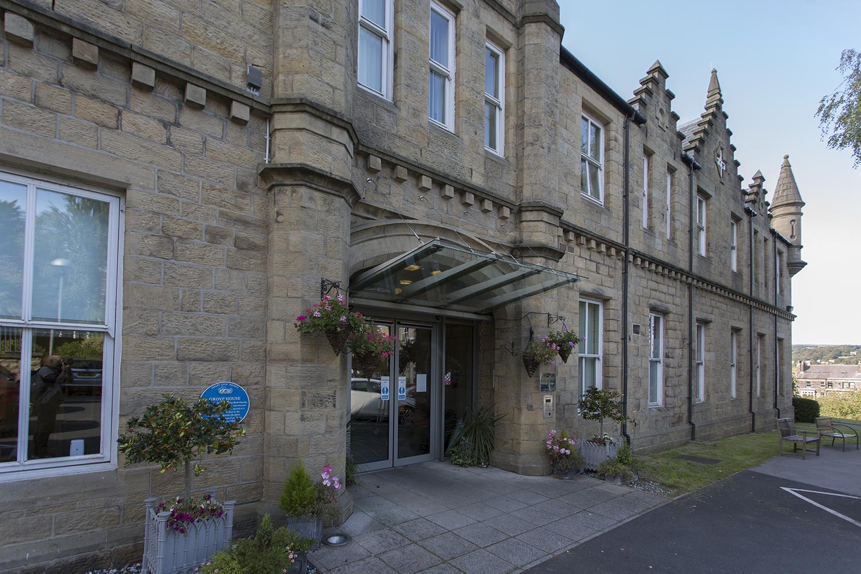 Ilkley_Grove_House_Entrance