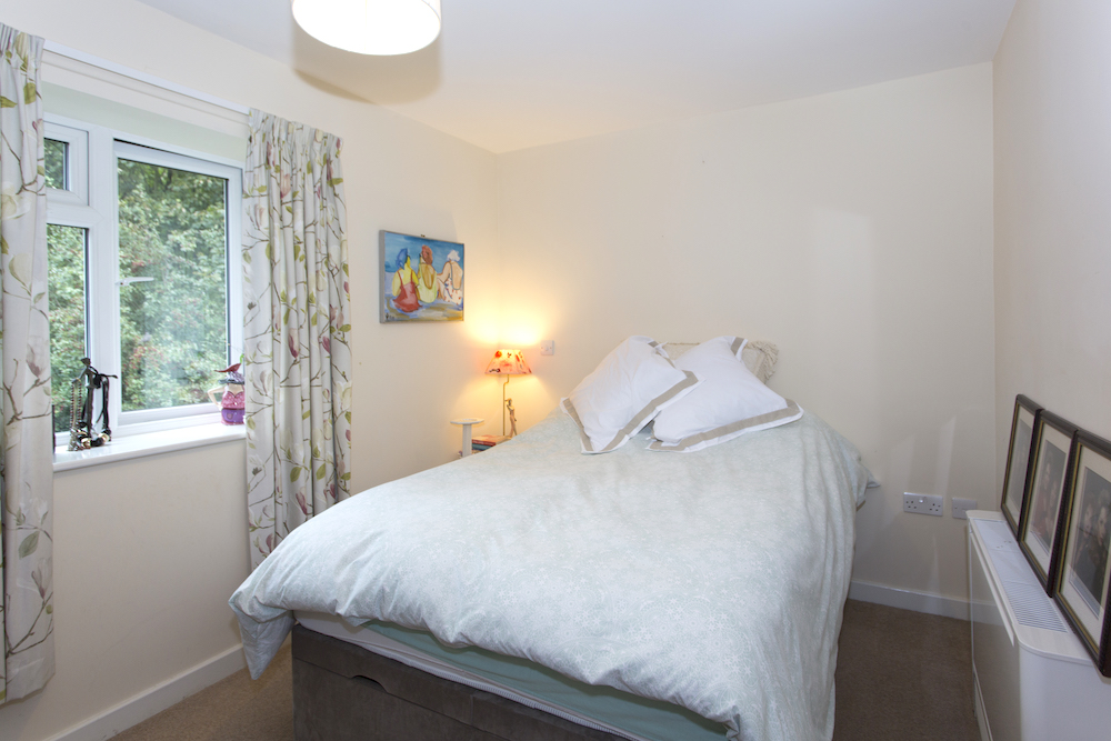 Pawsons_Cottage_bed